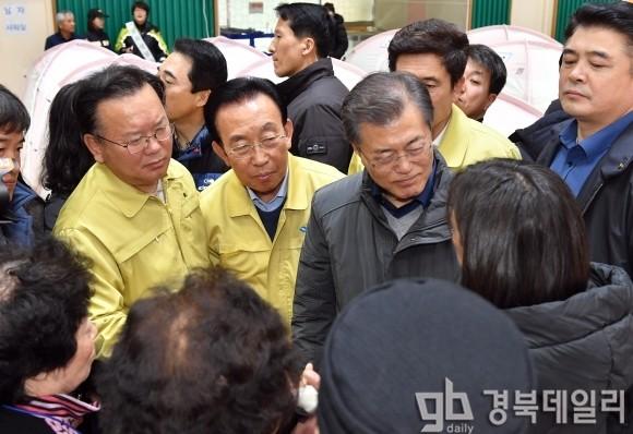 문재인 대통령, 지진 피해 입은 포항 전격 방문