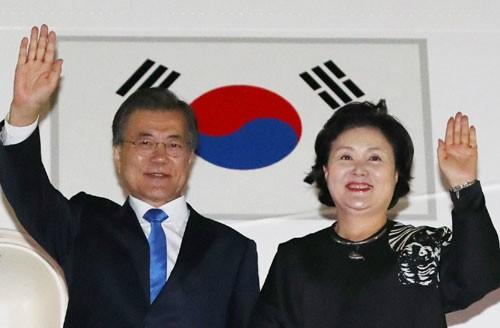 文대통령·안철수 대표 대선 후 첫 회동…안보회동 성사될까