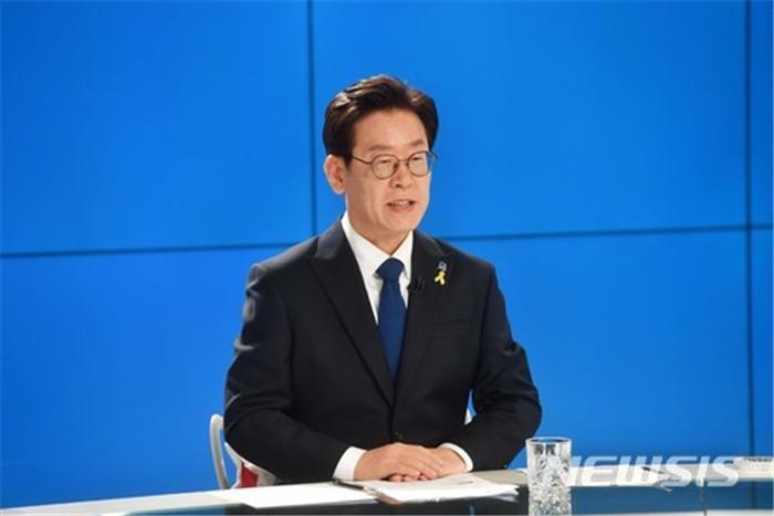"""민주당 경기도지사 후보에 이재명…""""엄중한 명령 무겁게 받들 것"""""""
