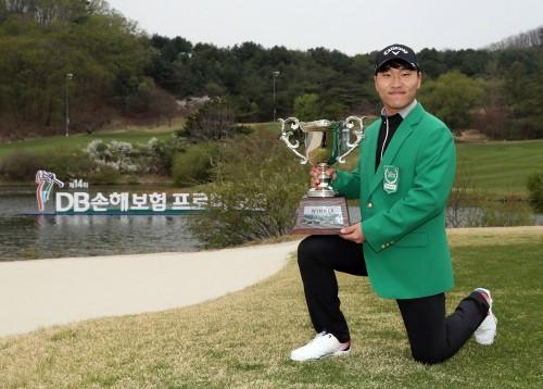 '연천군의 아들' 전가람, 한국남자프로골프 개막전에서 생애 첫 우승 감격