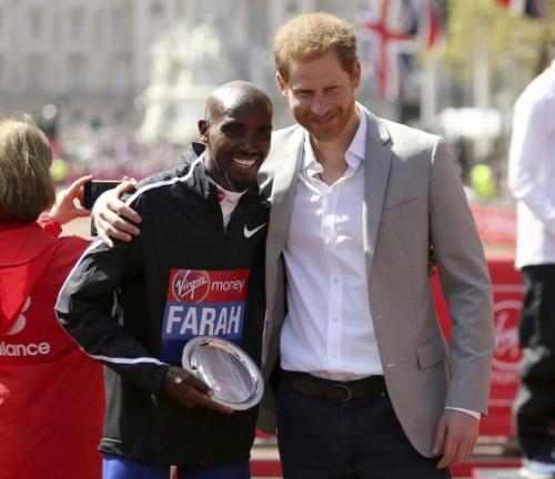 '장거리계의 우사인 볼트' 패라, 첫 출전한 마라톤서 2시간6분21초로 영국新