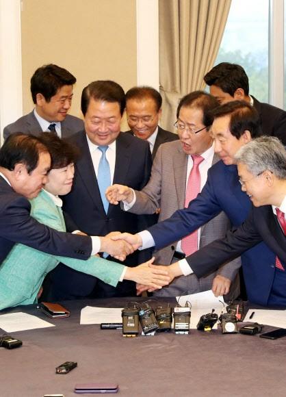 野3당 '드루킹 특검법 발의'· 남북정상회담 위해 '이번 주 정쟁 자제' 합의