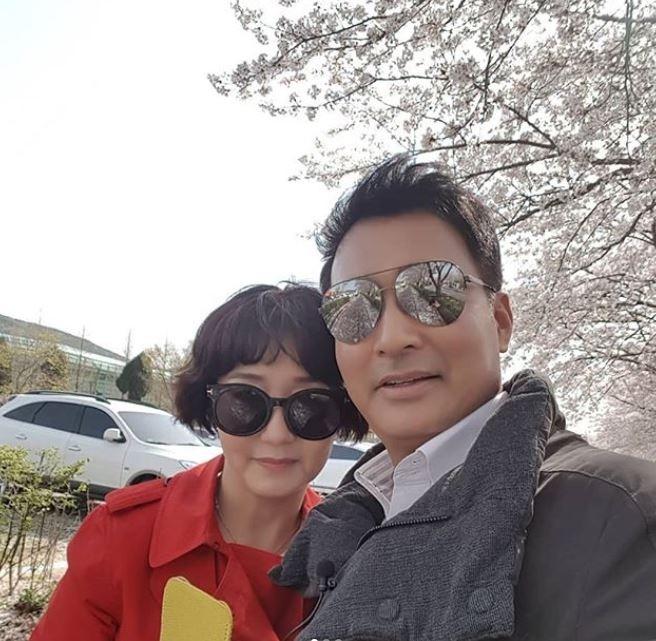 배동성♥전진주, 벚꽃 아래 러블리 셀카 '훈훈한 부부'