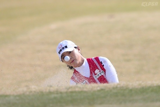 KLPGA 챔피언십, 윤채영의 11번홀 벙커샷