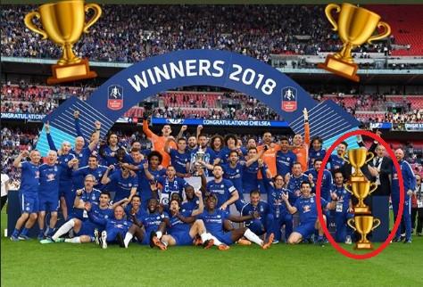 윌리안, 첼시 떠나 맨유 합류? FA컵 우승 후 콘테 트로피 그림으로 가려
