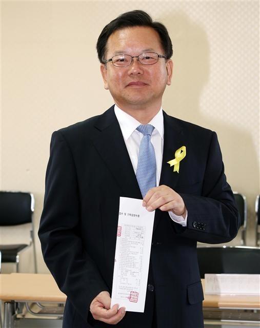 """김부겸 장관, KTX 영웅 등극? """"마음속에 '저장'"""""""