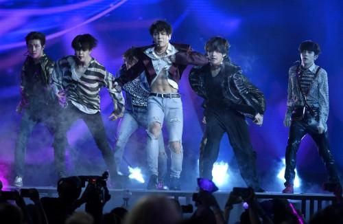 BTS, 신곡 '페이크 러브' 무대서 압도적인 퍼포먼스로 '빌보드 시상식' 장악