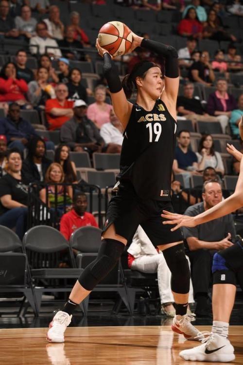 박지수, WNBA 데뷔전 강한 인상 남겼다