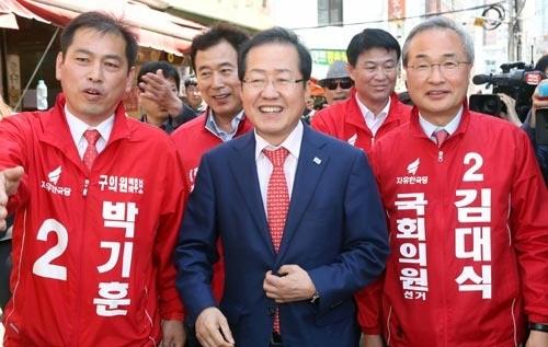 부산 간 홍준표… '시장 민심 잡기'