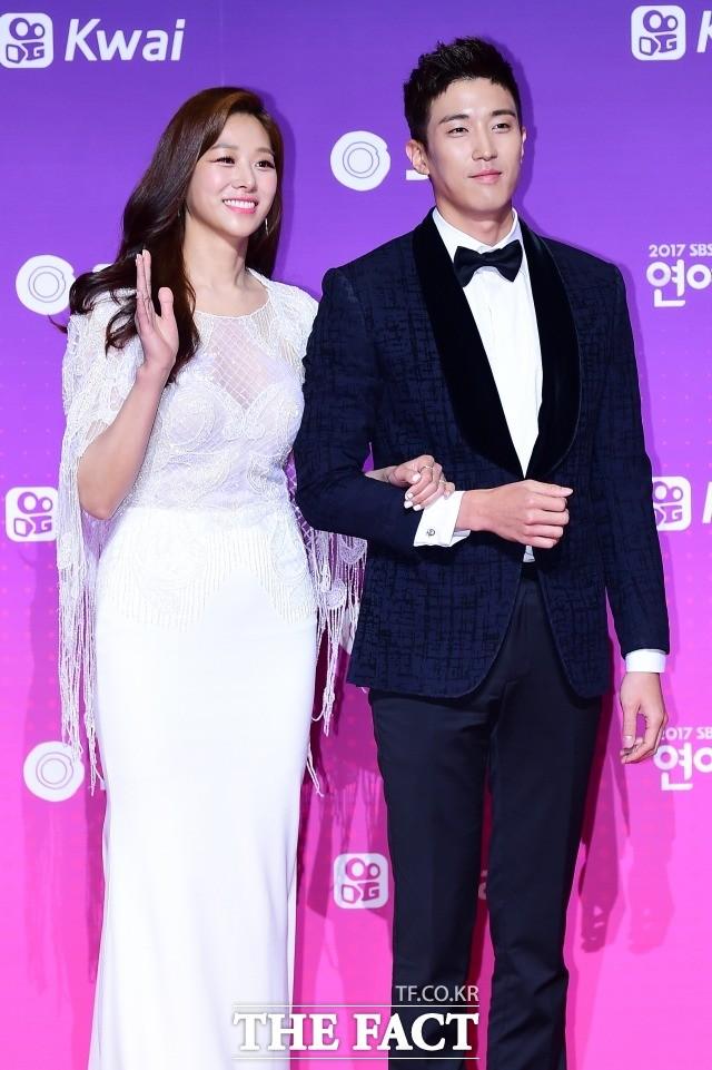 """장신영♥강경준, 5년 열애 끝 결혼 """"드디어 백년가약, 축하합니다"""""""