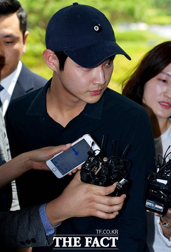 '성추행·협박 혐의' 이서원, 사람들 당황케 한 '섬뜩한 눈빛'