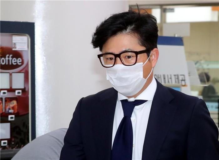 '관세청장 인사 개입' 고영태, 1심서 법정구속 직후 항소