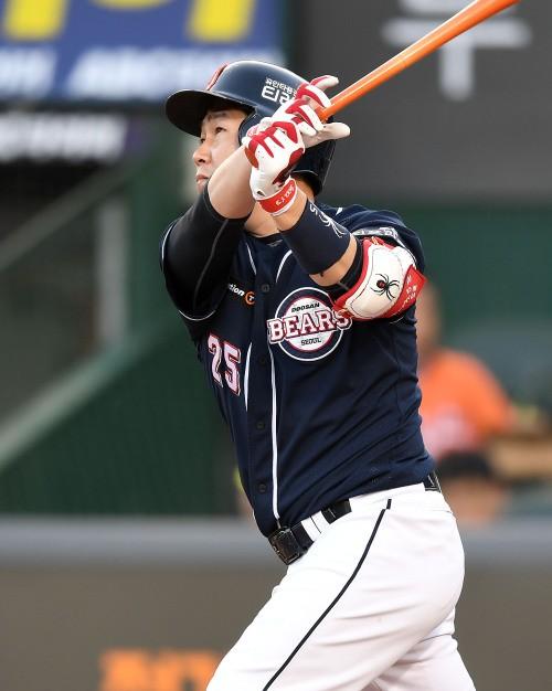 양의지, 잠실 담장 넘겼다…5년 연속 두 자릿수 홈런 '-1'