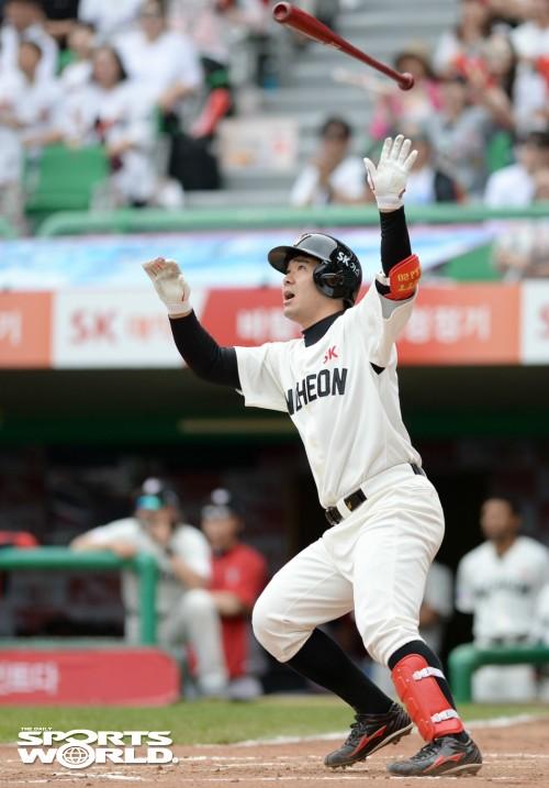 SK 이재원, 역전 2점 홈런 쾅!