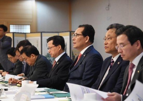 """정부, 혁신성장 전략점검회의 개최…""""민간주도 혁신성장 촉진"""""""