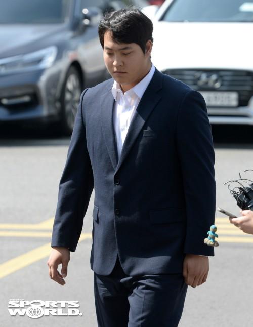 넥센 조상우, 고개숙이고 경찰 출석