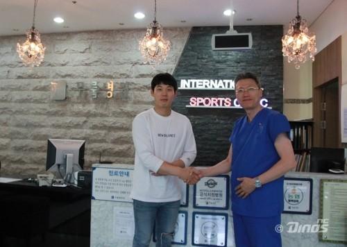 '끝내기 홈런' NC 김성욱, 기초수급 대상 할머니에게 무릎수술 후원