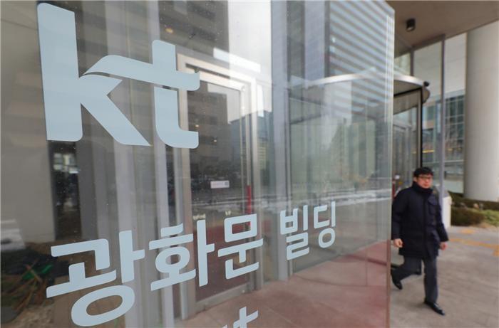 "KT, 황창규 영장 청구에 뒤숭숭…""물증 없다"" 확신도"