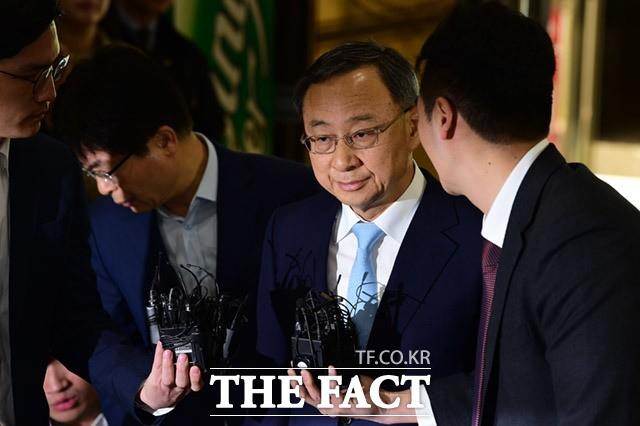 경찰, '상품권 깡' 불법 후원 혐의 황창규 KT 회장 사전구속영장 신청