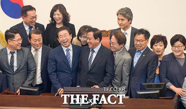 9대 서울시의회 마무리 후 활짝 웃는 박원순 시장