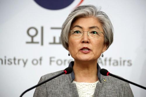 """강경화 """"북·미 핫라인 아직 구체적 추진 아냐"""""""