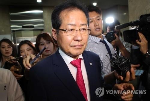 홍준표 전 대표, 변호사 재개업 신청…정치권 떠나나?