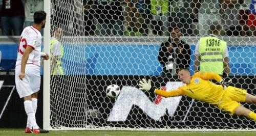 잉글랜드 1-1 튀니지, 英 워커 쓸데없는 반칙으로 PK 허용