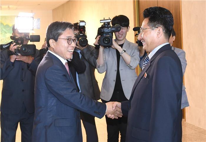 남북, 아시안게임 공동입장·단일팀 구성…체육회담 합의문
