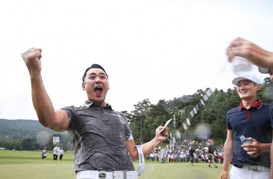 박상현의 18번홀 그린에서 우승 세리머니
