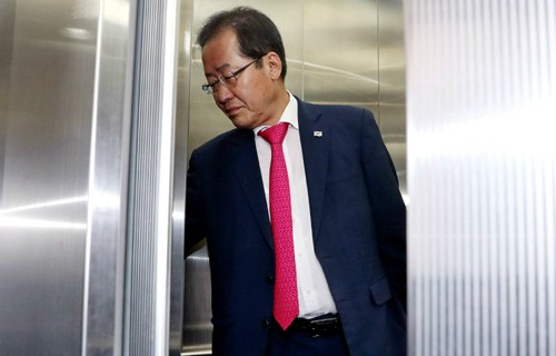 대표직 사퇴한 홍준표, 변호사 재개업