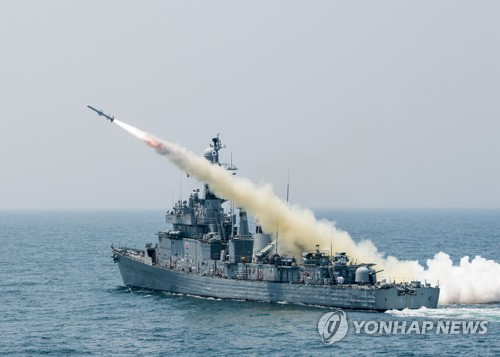 """해군 마산함 폭발사고로 스무살 하사 사망…해군 """"원인 밝혀지면 밝힐 것"""""""