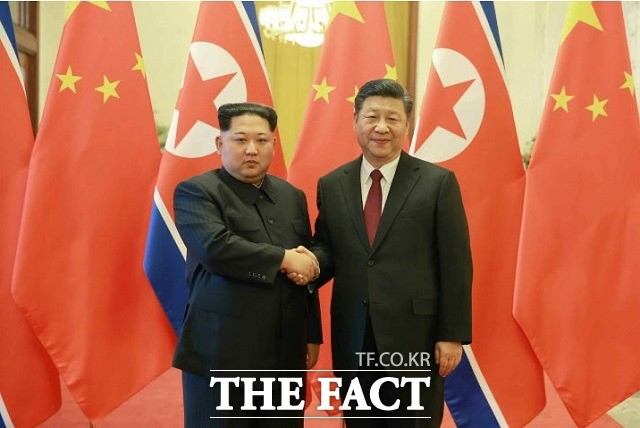 """김정은 """"中 비핵화 촉진 역할"""" 시진핑 """"北 지지 변함없다"""""""