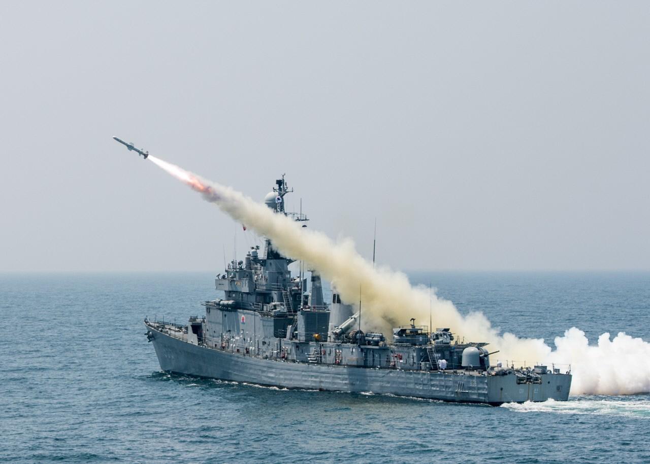 해군 마산함 폭발사고로 1명 사망…탄약 해체 중 '쾅'