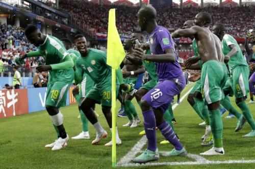 세네갈, 자책골에 힘입어 폴란드 2-1로 격파· H조 양강 폴란드, 콜롬비아 모두 敗