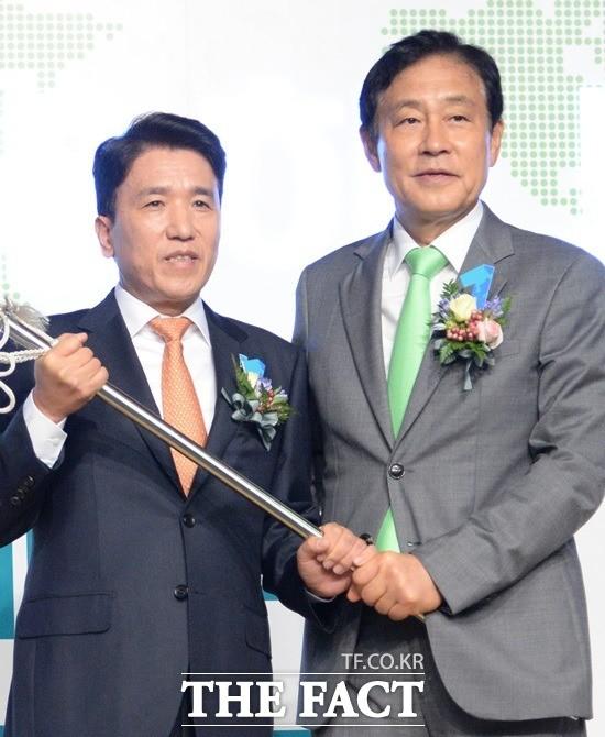 하나금융 김정태 회장·함영주 행장, 8월에 평양 방문한다