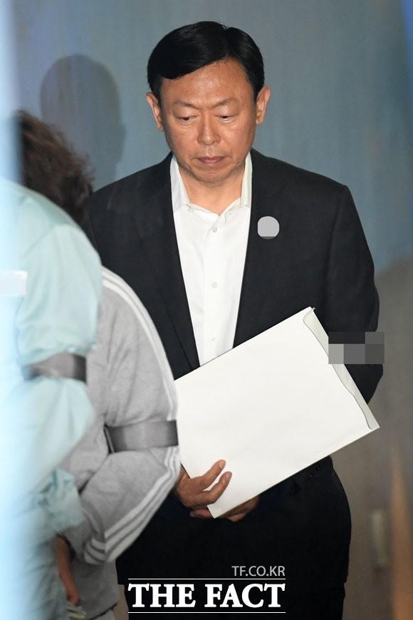 신동빈 회장, 롯데지주 유상증자 참여로 입지 강화 왜?