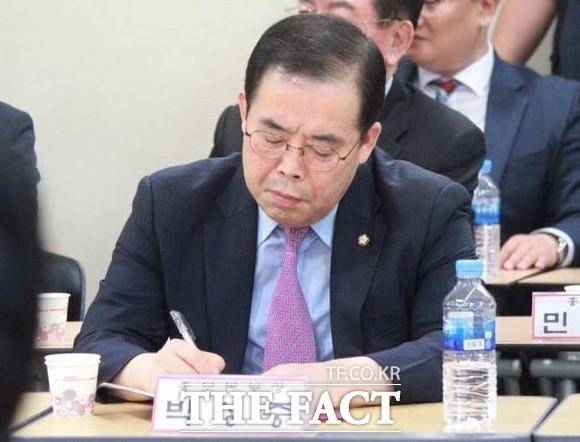 '메모 논란' 박성중, 한국당 의총 '뜨거운 감자'