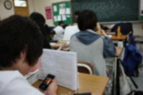 """청소년 10명중 1명은 '인터넷·스마트폰 중독'..""""여학생서 과위험군 두르러져"""""""