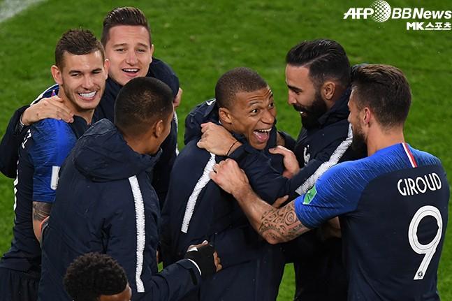 프랑스, 16강 확정팀 유일한 우승 후보?