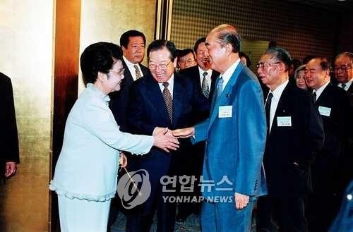 """日 아베 총리도 김종필 별세 애도 """"한일관계 기초 구축했다"""""""