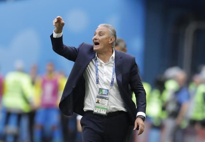 """""""얼마나 좋았으면…"""" 브라질 감독, 골 세리머니하다 햄스트링 부상"""