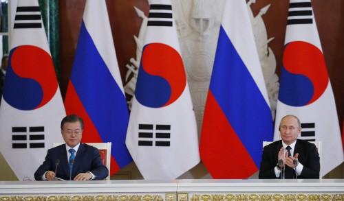 문재인 대통령 내외, 푸틴 대통령 주최 국빈만찬 참석