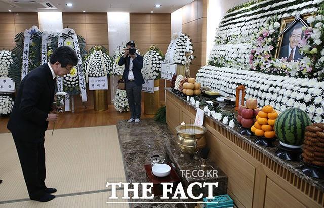 """""""정치사 거목 떠났다"""" 김종필 별세, 청와대‧정치권 애도 물결"""