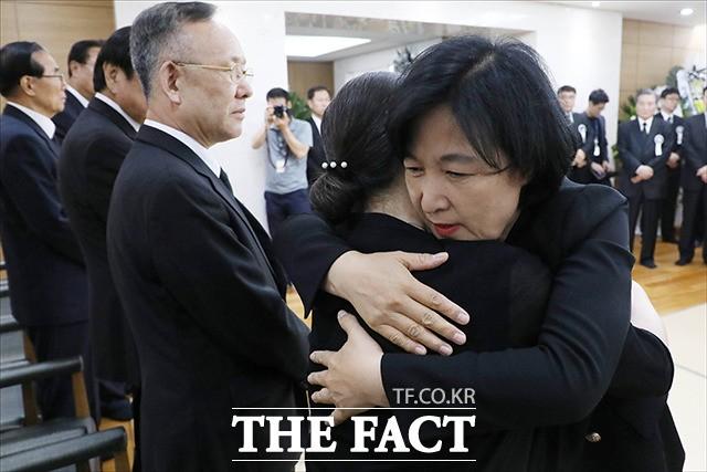 김종필 전 총리 빈소 찾은 추미애