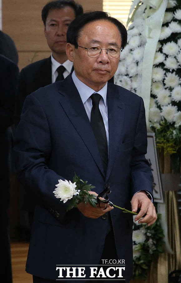김종필 전 국무총리 조문하는 이주영 의원