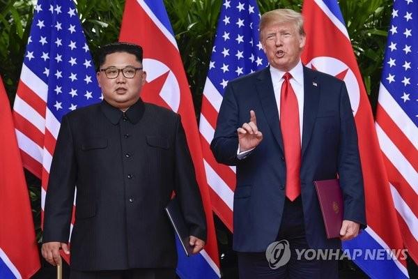 """트럼프, 대북제재 1년 더 연장…""""비상하고 특별한 北위협 계속"""""""