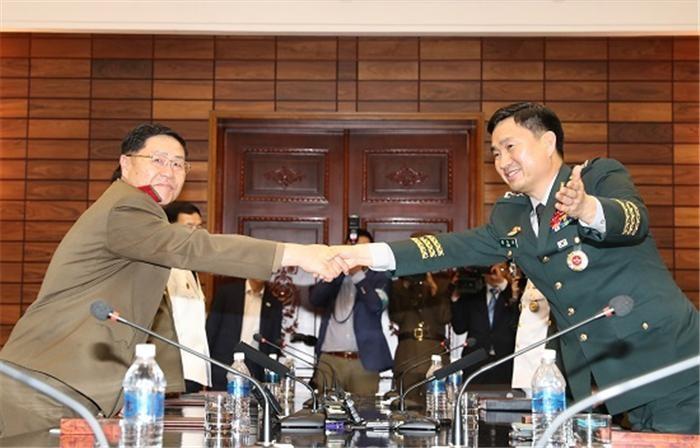 남북, 25일 통신실무접촉 개최…동·서해지구 군통신선 복구 논의