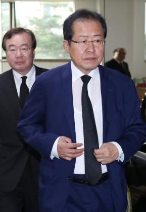 """홍준표 """"친박들 나 떠나면 당 지지율 오른다 해…한번 봅시다"""""""