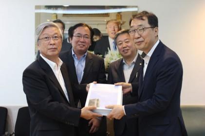 언론 3단체 청와대에 프레스센터 환수 서명지 전달