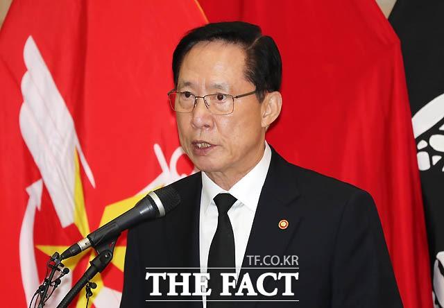 """송영무 장관 """"계엄문건 靑에 존재 여부만 알렸다"""""""